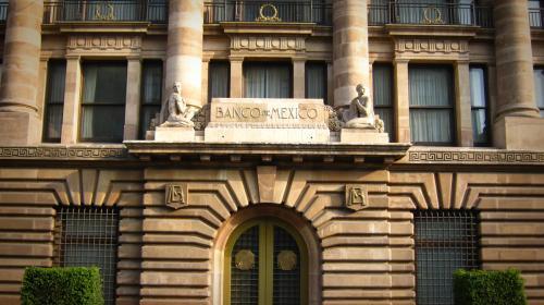 Riesgo Pemex causaría turbulencia en mercados: Banxico