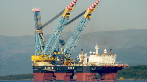 Llega a Paraíso el tercer buque grúa más grande del mundo