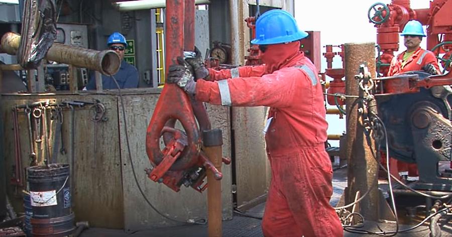 Baja producción de crudo de Pemex; sube la privada