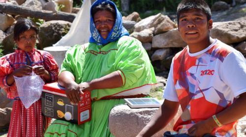 Ilumínate lleva luz a las comunidades más pobres del país