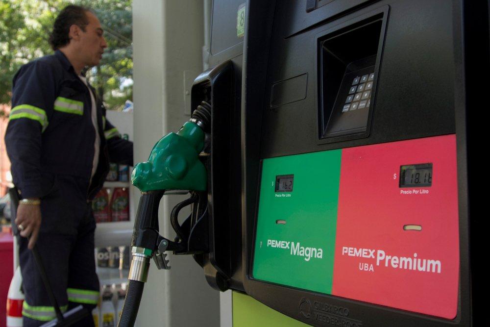 Todas las gasolineras deberían bajar sus precios: Sheffield