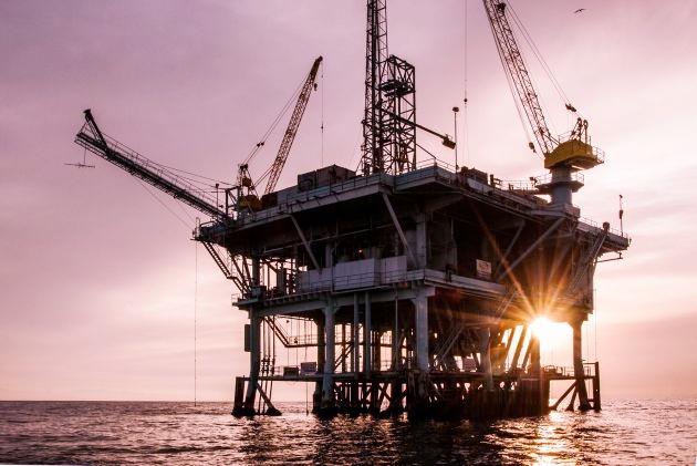 Recortarían 10 millones de barriles de crudo; México sale de negociaciones