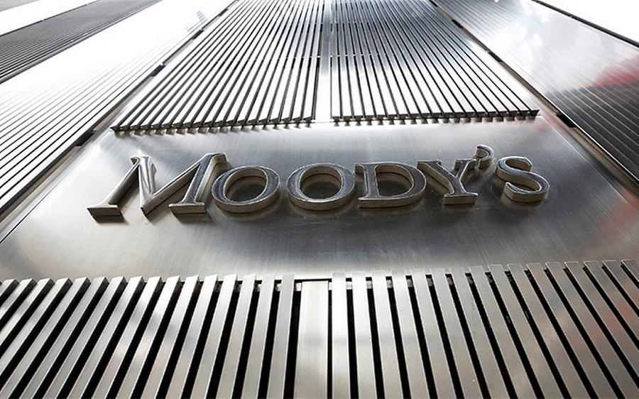 Moody's baja nota de Pemex; podría perder grado de inversión