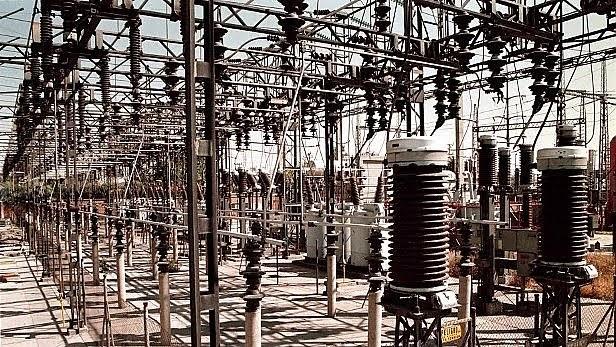 Confiabilidad eléctrica: AMLO va a la Corte, cambio en Conamer