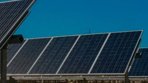 Impulsan proyectos de ley para promover techos solares