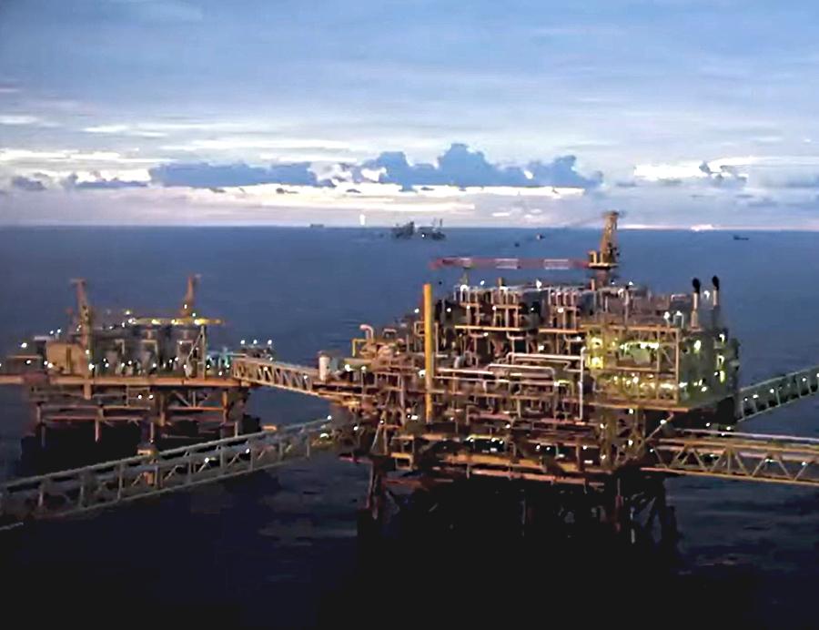 Sube 1.8% producción petrolera a agosto 2020