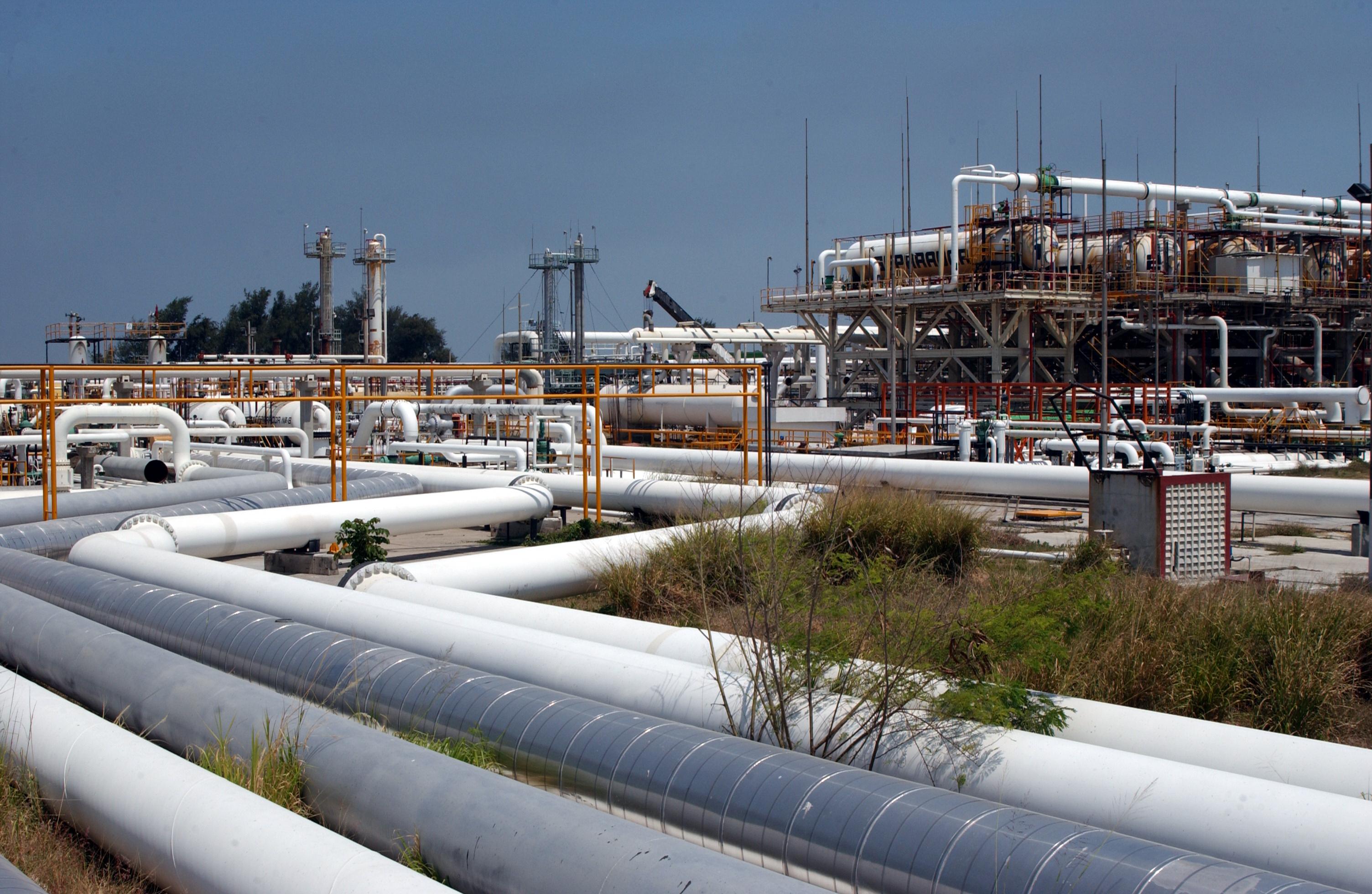 Ve Rockwell áreas de oportunidad en refinación y ductos de Pemex