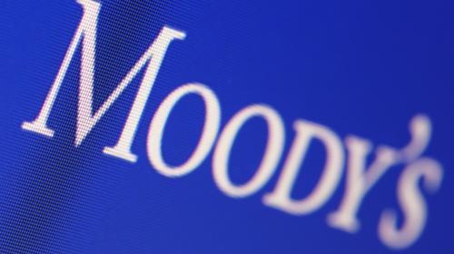 Se elevan riesgos crediticios para Pemex, dice Moody's