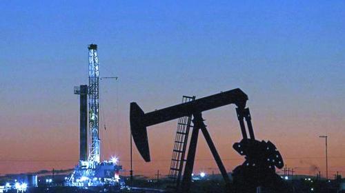 Prevén precio de petróleo más estable en 2021