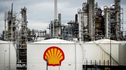 Tribunal holandés ordena a Shell reducir emisiones a la mitad