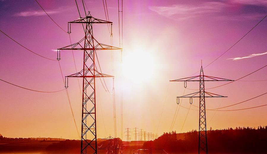 Revoca tribunal suspensión definitiva contra ley eléctrica