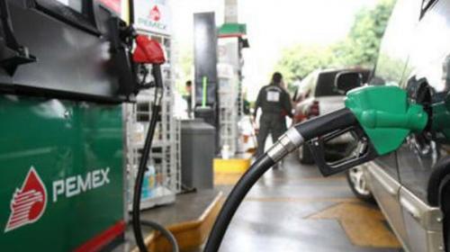 Gasolinas han bajado poquito, dice López Obrador