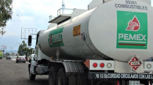 Pemex debe revelar contratos de distribución de gasolinas por pipas