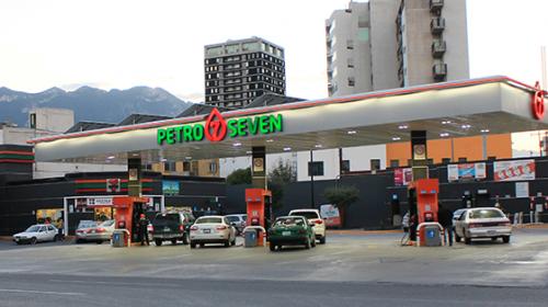 Exhiben a las gasolineras con precios más caros y más baratas