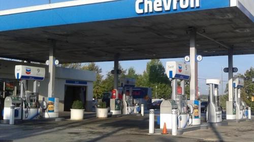 Chevron, con las gasolinas más caras (y del diésel más barato)