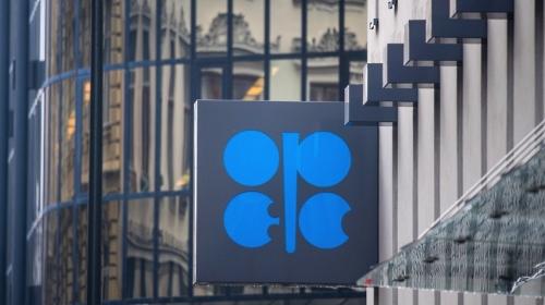 OPEP y Rusia acuerdan reducción de 1.2 mmbd de crudo